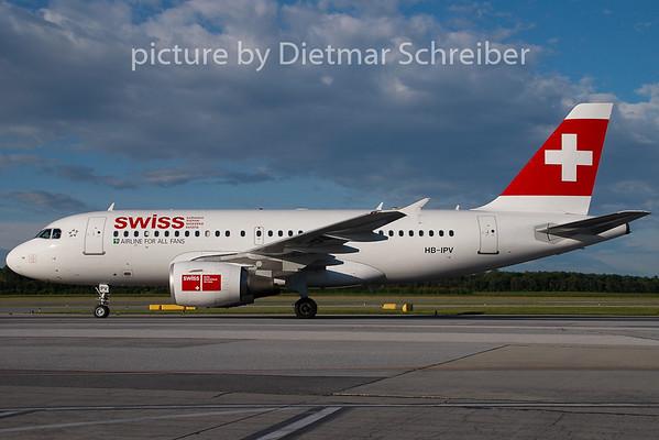 2008-07-08 HB-IPV Airbus A319 Swiss
