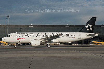 2015-11-13 HB-IJO AIrbus A320 Swiss