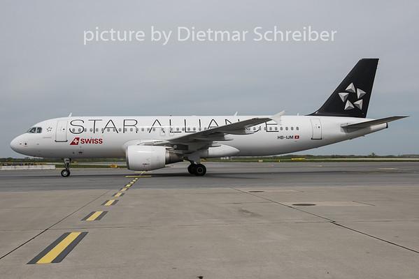 2015-04-22 HB-IJM Airbus A320 Swiss