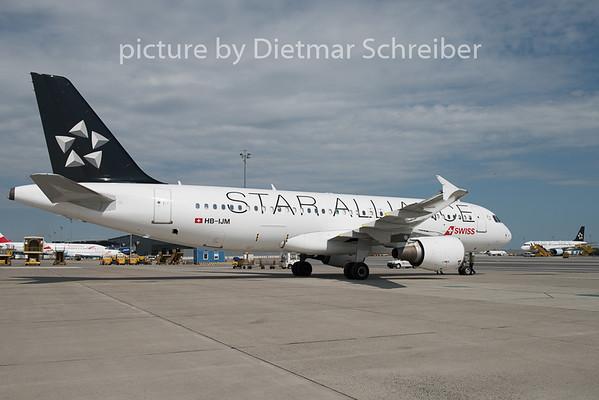 2015-06-02 HB-IJM Airbus A320 Swiss