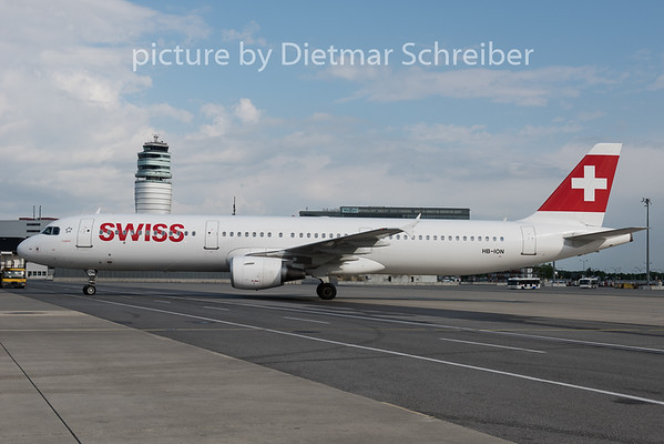 2015-05-14 HB-ION Airbus A321 Swiss
