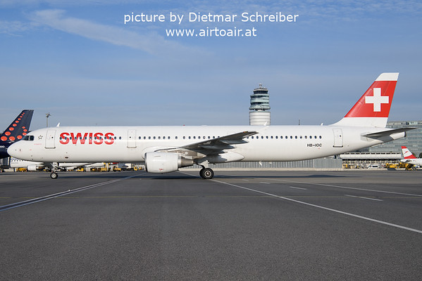 2021-10-14 HB-IOC Airbus A321 Swiss