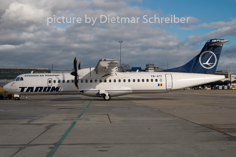 2009-11-24 YR-ATI ATR72 Tarom