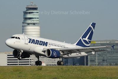 2013-08-16 YR-ASA Airbus A318 Tarom