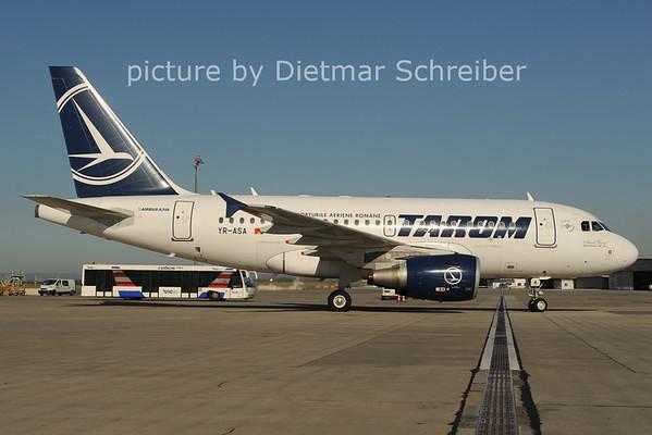 2012-08-28 YR-ASA Airbus A318 Tarom
