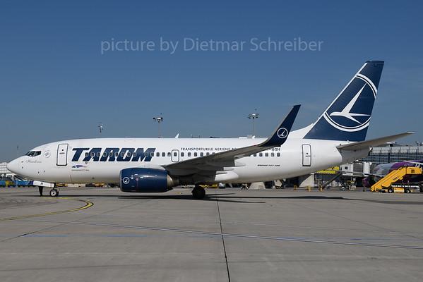 2019-07-25 YR-BGH Boeing 737-700 Tarom