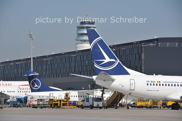 2011-08-17 YR-BGH Boeing 737-700 Tarom