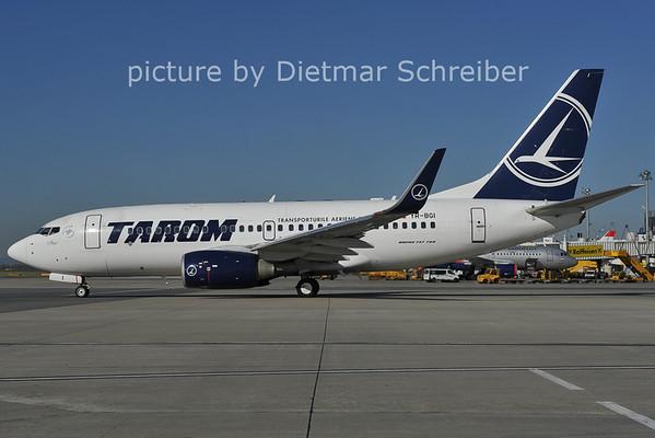 2011-10-15 YR-BGI Boeing 737-700 Tarom