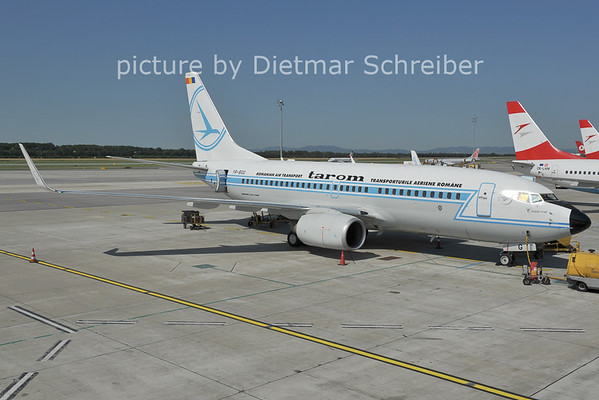 2011-06-29 YR-BGG Boeing 737-700 Tarom