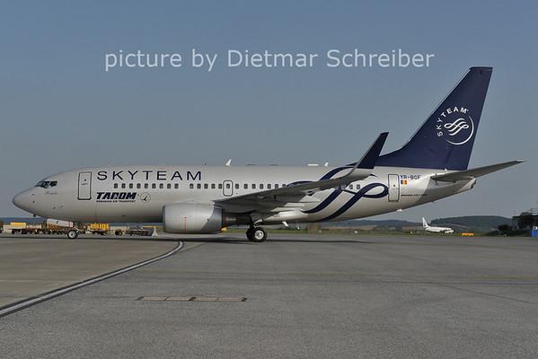 2011-09-04 YR-BGF Boeing 737-700 TArom