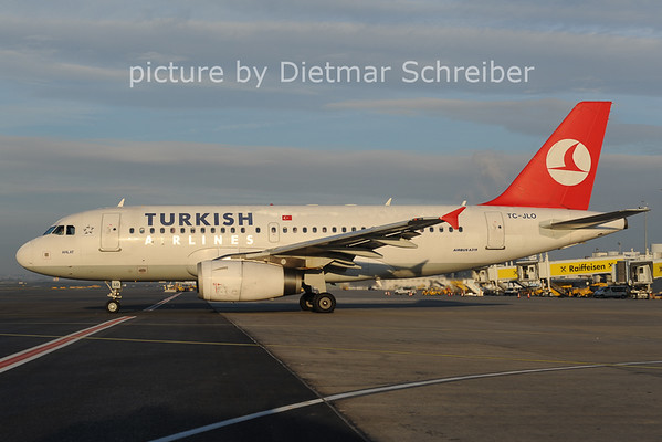 2012-10-30 TC-JLO AIrbus A319 THY