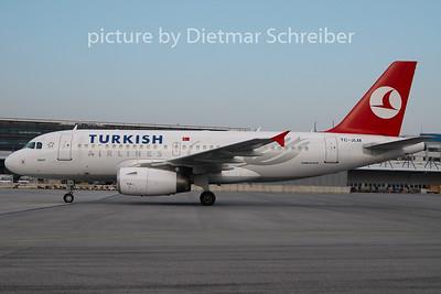 2009-12-14 TC-JLM Airbus A319 THY
