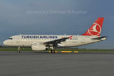 2012-04-23 TC-JLT AIrbus A319