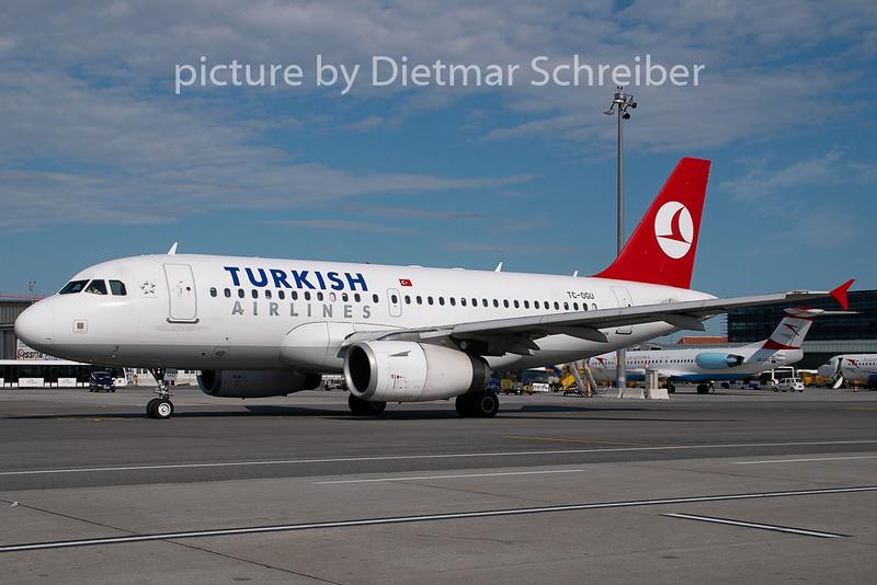 2008-09-08 TC-OGU Airbus A319 THY