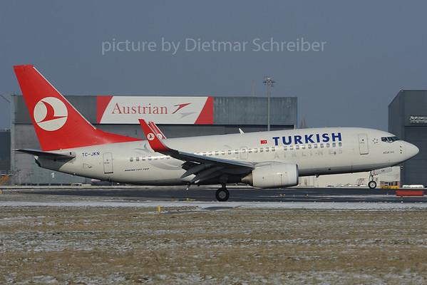 2013-02-11 TC-JKN Boeing 737-700 THY