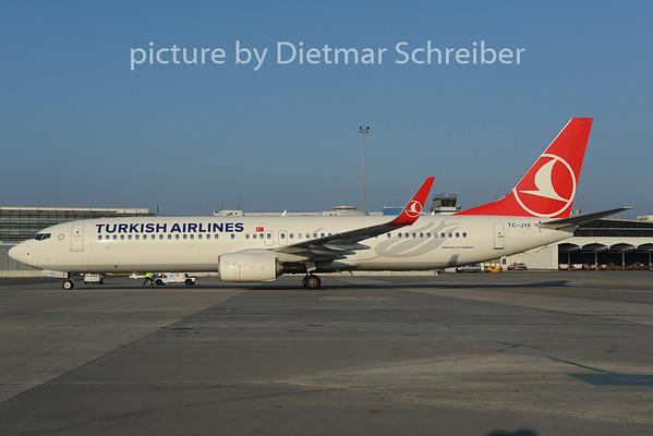 2012-11-16 TC-JYF Boeing 737-9900 THY