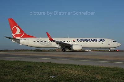 2013-10-31 tC-JYH Boeing 737-900 THY