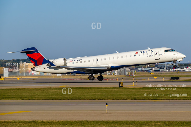 Delta Connection CRJ700