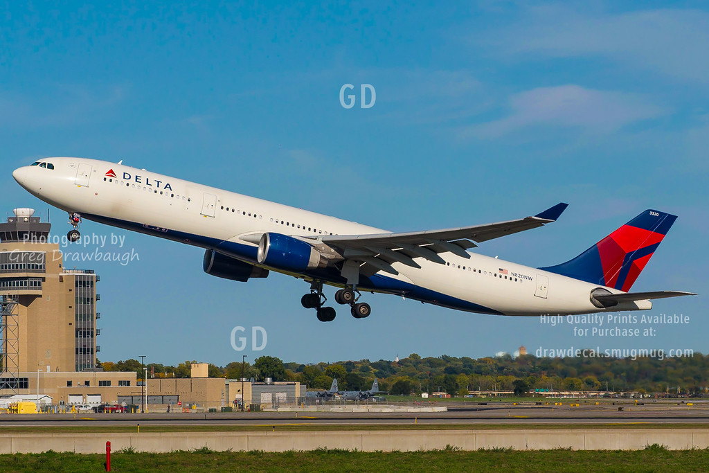 Celebrity Delta A330-300 N820NW