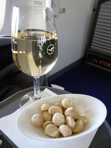 109 Champagne Veuve Devaux and macadamia nuts