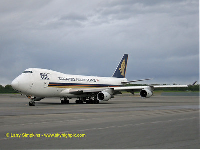 Singapore Airlines, 747-400 at Anchorage, Alasksa. August 2006