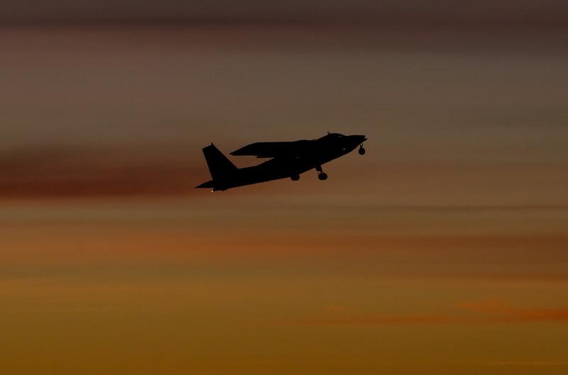 Britten Norman Islander í flugtaki á Vestmanneyjaflugvelli.
