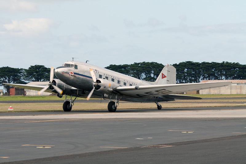 Trans Australia Airlines McDonnell Douglas Corp DC-3C-S1C3G VH-AES