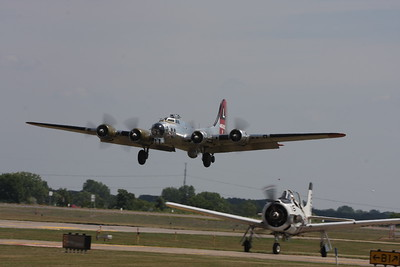"B-17 Flying Fortress ""Yankee Lady"" on final approach"