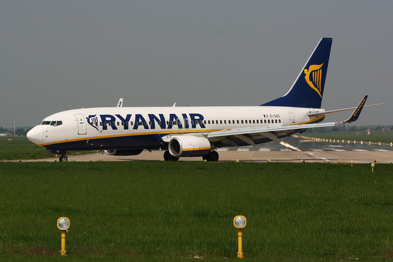 Ryanair B738  EI-DAZ<br /> By David Bladen.
