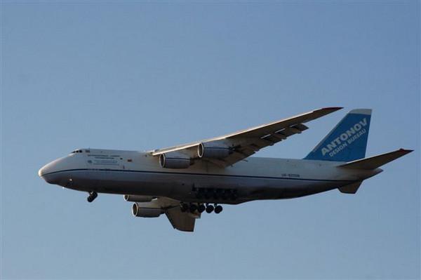 AN124 UR-82008<br /> By Graham Vlacho.