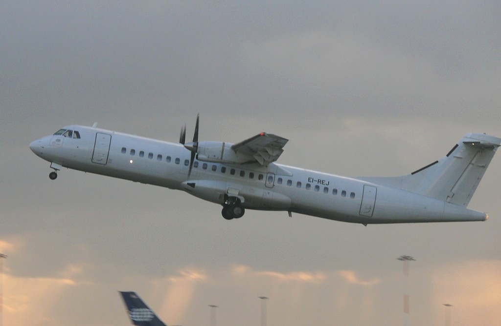 Flybe-Aer Arran ATR-72  EI-REJ<br /> By Clive Featherstone.