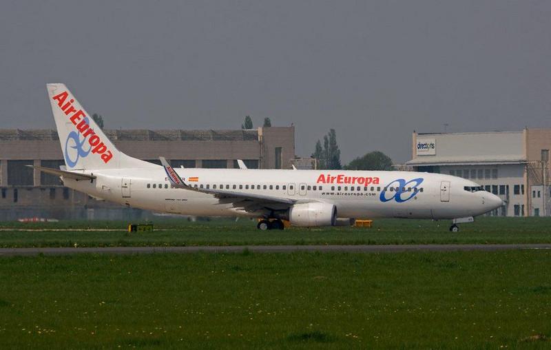 Air Europa  Boeing 737-85P  EC-HKR<br /> By Stuart Allen.