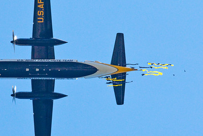 US Army Golden Knights Parachute team running a test drop. Wind was too strong and jump had to be cancelled.