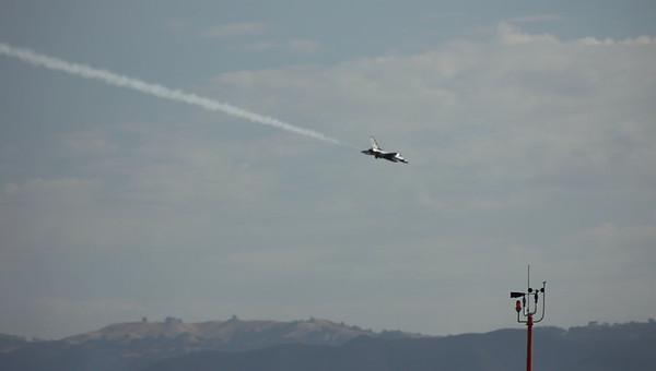 Salinas Airshow Thunderbirds 2010 041