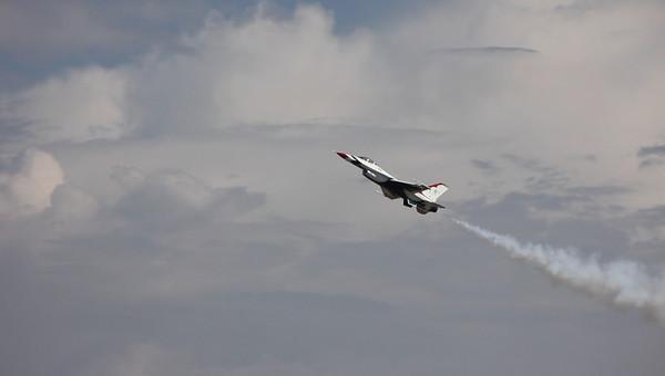 Salinas Airshow Thunderbirds 2010 050