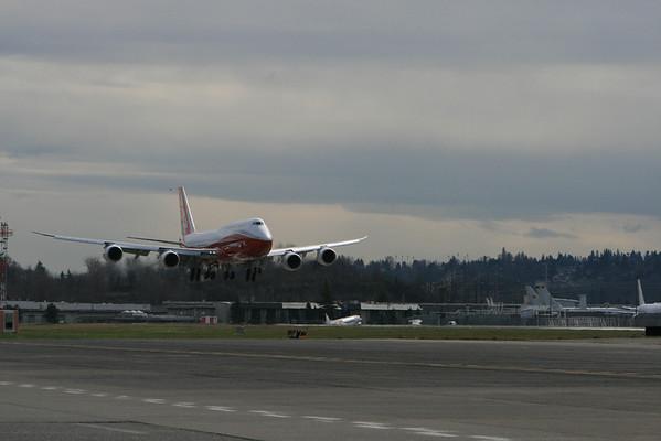 747-8I First Landing