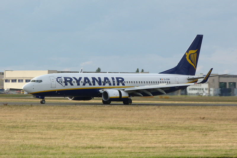 Ryanair 737-800 EI-ENM.<br /> By Clive Featherstone.