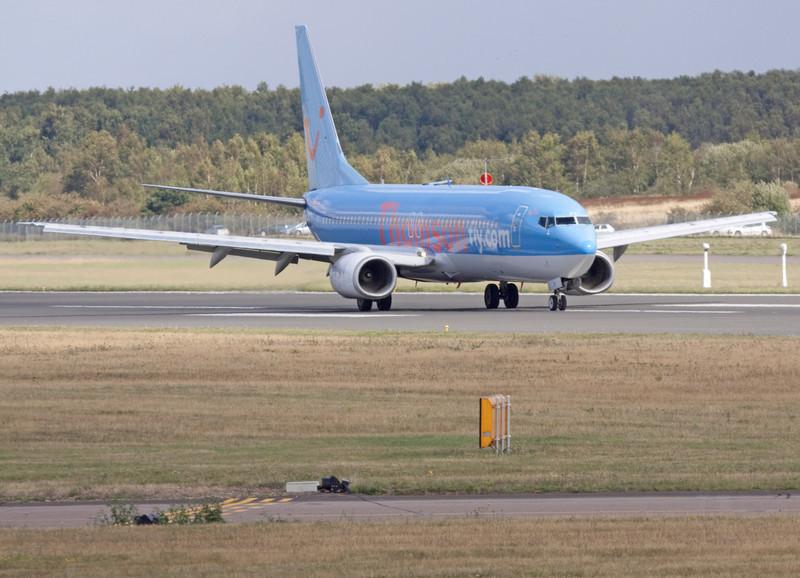 Thomson Airways 737-800 G-CDZI rolls to the end of rnwy 20.<br /> By Mr Shortfinals.
