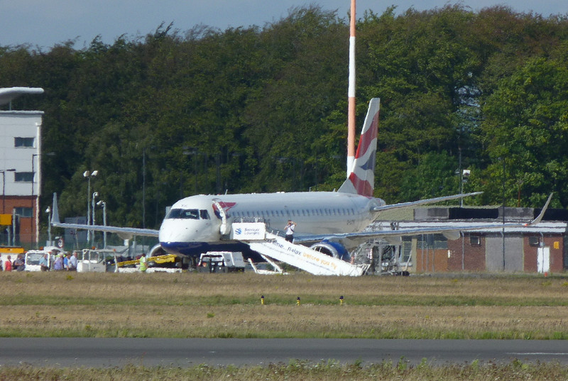 British Airways Embraer 190 G-LYCK awaits it's passengers.<br /> By Clive Featherstone.