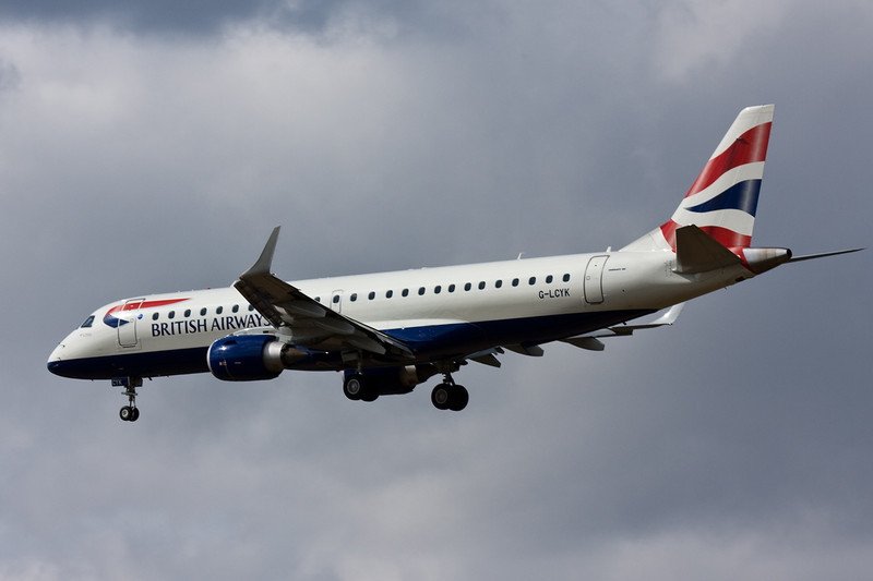 British Airways Embraer 190 G-LYCK on finals for rnwy 20.<br /> By David Bladen.
