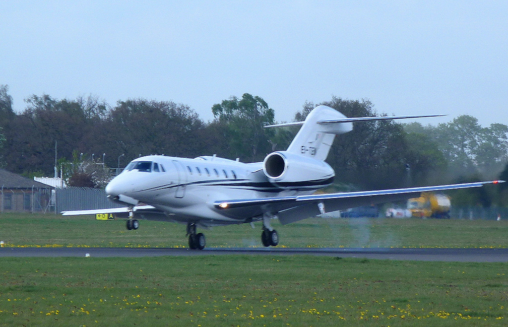 Cessna 750 Citation X EI-TEN makes a bouncy arrival on rnwy 20.<br /> By Clive Featherstone.