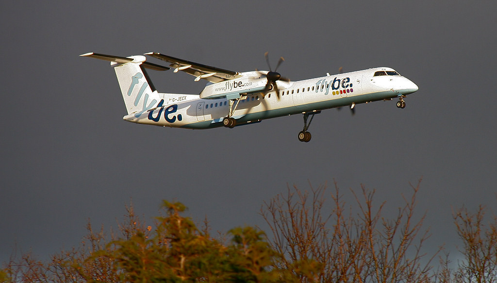 Flybe DHC-8-400 G-JECX. By Correne Calow.