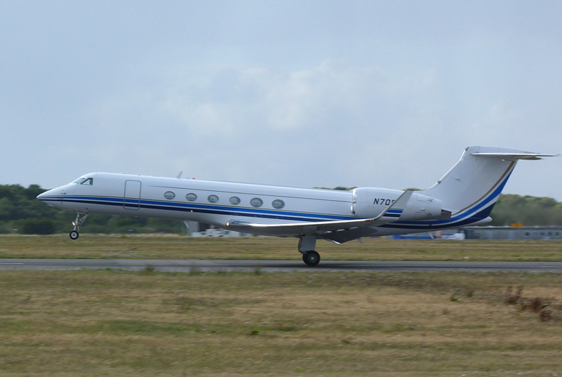 Gulfstream V N709AA.<br /> By Clive Featherstone.
