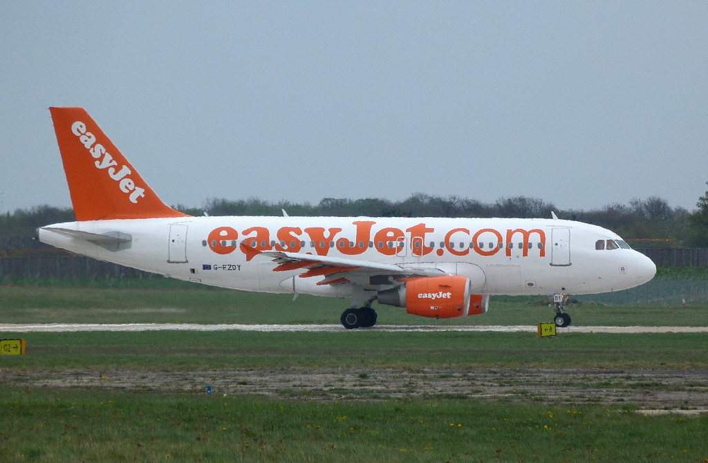 Easyjet A319 G-EZDY.<br /> By Clive Featherstone.