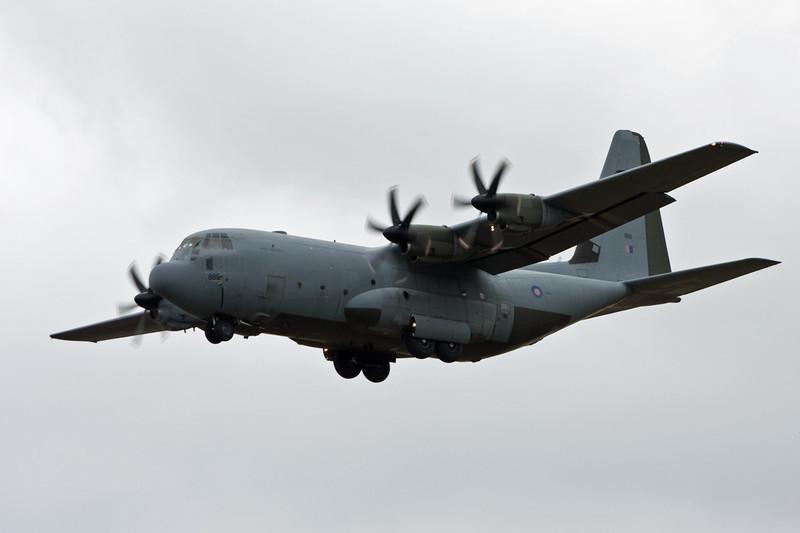 RAF C-130J ZH889 on approach to rnwy 20.<br /> By David Bladen.