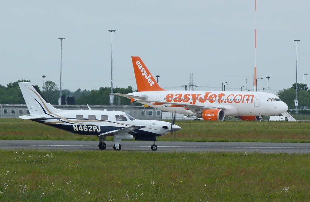 Piper PA-46-500TP N462PJ alongside easyJet A319 G-EZFR<br /> By Clive Featherstone
