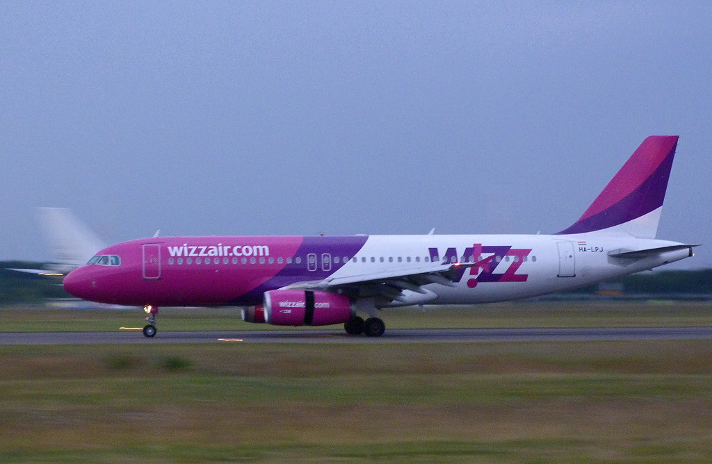 Wizzair A320 HA-LPJ.<br /> By Clive Featherstone.