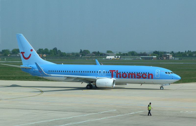 Thomson Airways737-800 G-FDZU<br /> By Clive Featherstone.