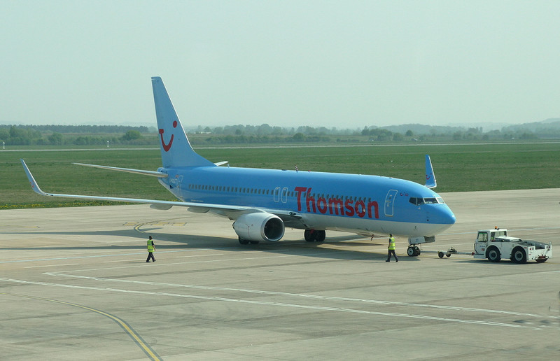 Thomson Airways737-800 G-FDZT<br /> By Clive Featherstone.