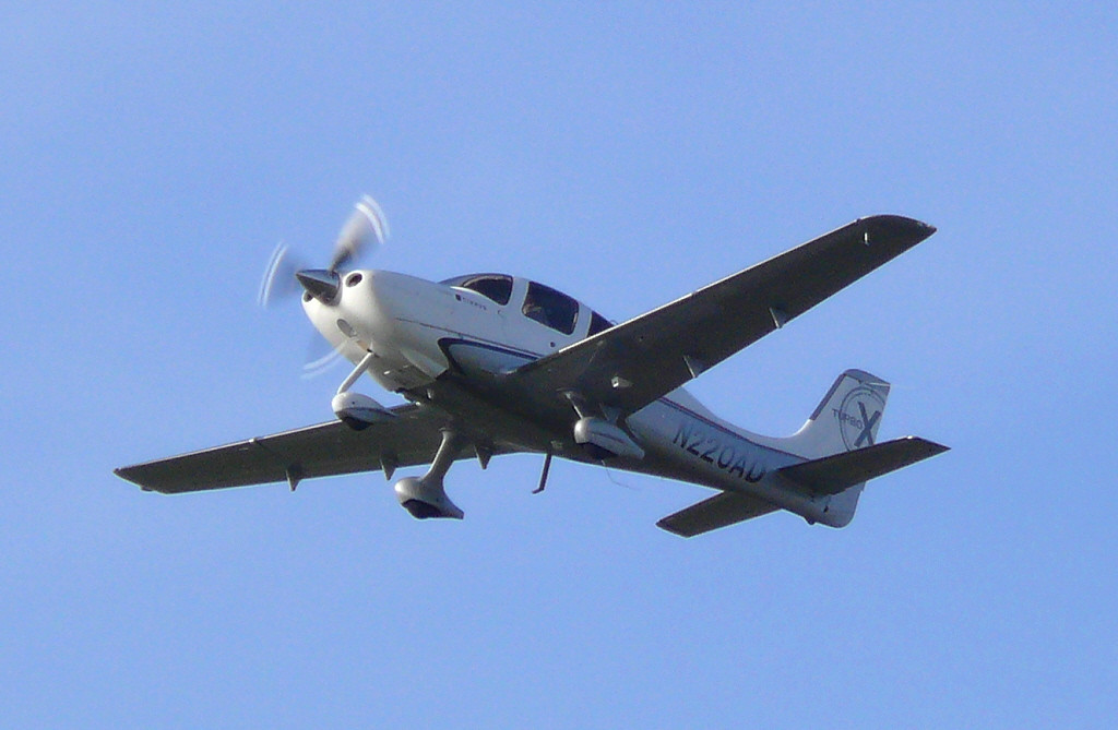 Cirrus SR22 N220AD<br /> By Clive Featherstone.